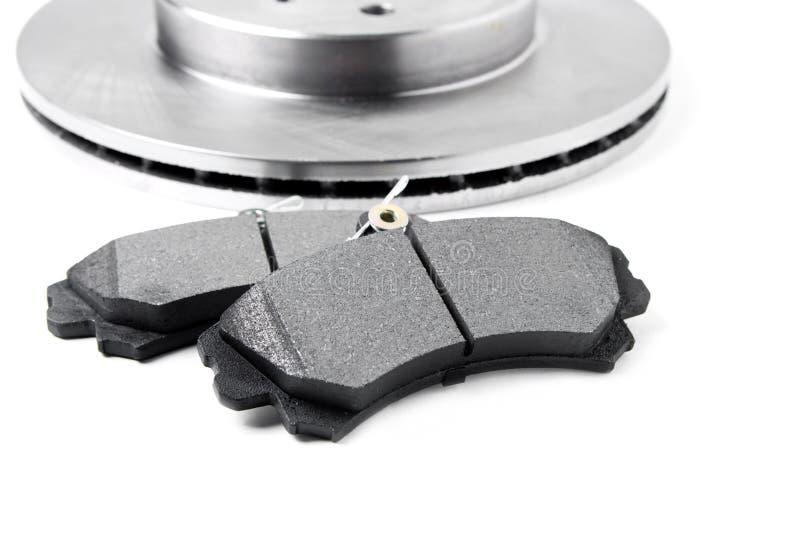 Cuscinetti di freno e dischi del freno su fondo bianco Ricambi auto immagini stock libere da diritti