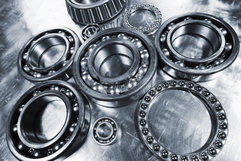 Cuscinetti a sfera di titanio e d'acciaio, pignoni immagine stock libera da diritti