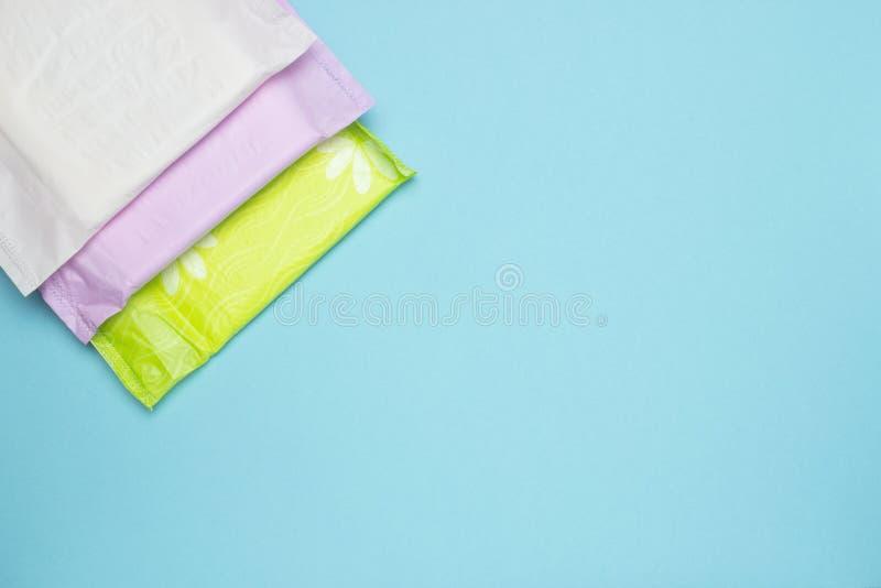 Cuscinetto molle sanitario di mestruazione per protezione di igiene della donna Giorni critici della donna e ciclo ginecologico d fotografia stock