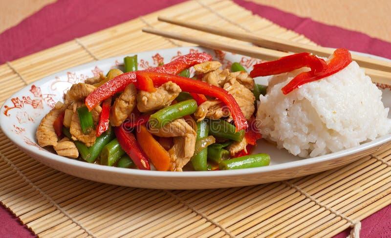 Cuscinetto tailandese con il pollo immagine stock