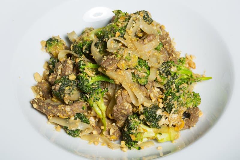 Cuscinetto tailandese Satay - mescoli la frittura con i broccoli e le tagliatelle immagine stock libera da diritti