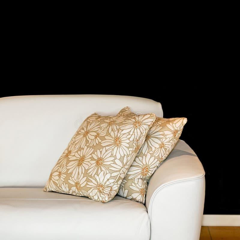 Cuscini e sofà immagine stock libera da diritti