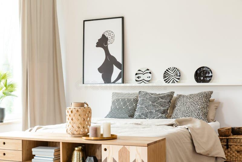 Cuscini, piatti e manifesto fotografia stock