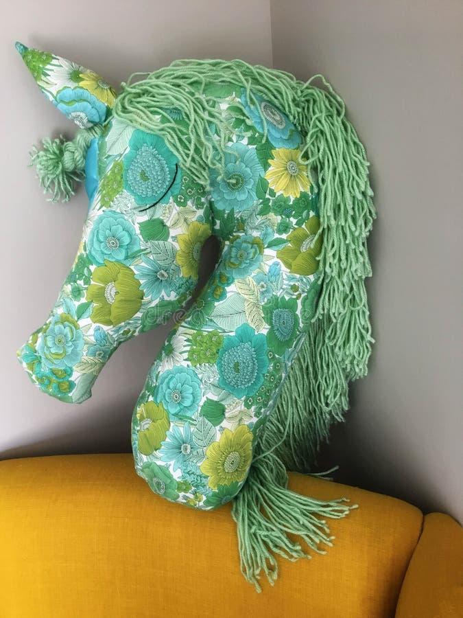 Cuscino dell'unicorno cucito bella mano fotografia stock libera da diritti