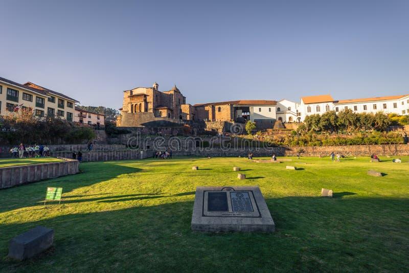 Cusco, Perú - 31 de julio de 2017: Iglesia de Santo Doming en el viejo t fotos de archivo libres de regalías