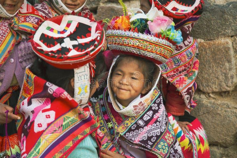 Cusco, Perú; Grudzień 20, 2018, grupa Peruwiańskie dziewczyny, Peru zdjęcia stock