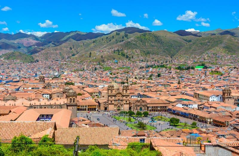 Cusco, Perú - Plaza de Armas e iglesia de la sociedad de Jesús fotos de archivo