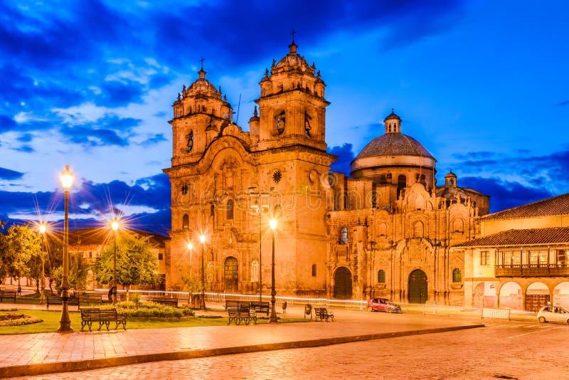 Cusco, Perú - Plaza de Armas e iglesia de la sociedad de Jesús fotografía de archivo libre de regalías