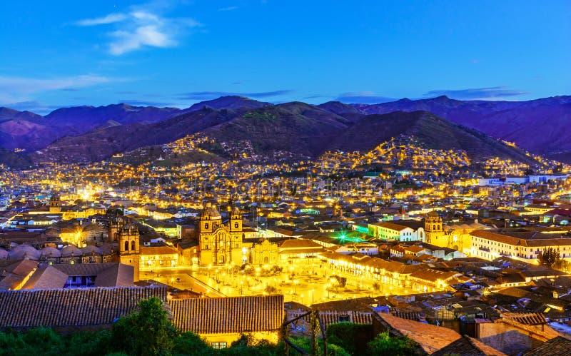 Cusco, Peru - överblick av plazaen de Armas och kyrka av samhället av Jesus royaltyfria bilder