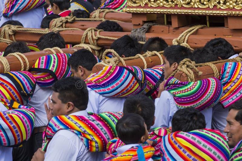 CUSCO PERU, CZERWIEC 06, 2016: - Niewiadomi Peruwiańscy ludzie parti zdjęcie stock
