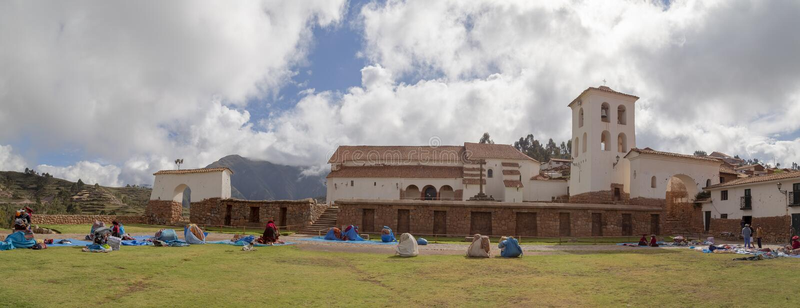 Cusco, Peru - 15 de dezembro de 2018 Chinchero, vale assustado fotografia de stock