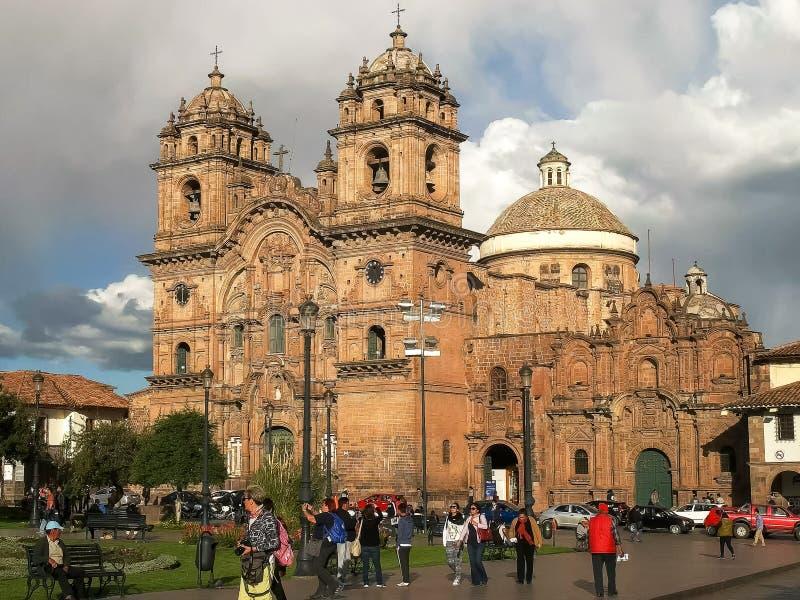 CUSCO, PERU 20 JUNI, 2016: mening van de middag de brede hoek van de kerk van de maatschappij van Jesus in cusco royalty-vrije stock afbeelding