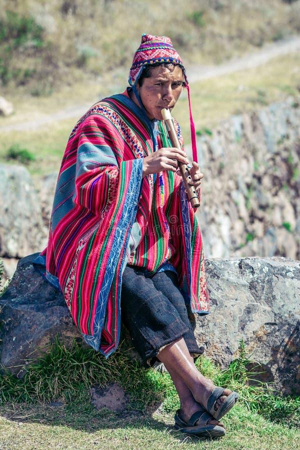 Cusco/Peru - Mei 29 2008: Het portret van een mens, herder, geit herder, kleedde zich omhoog in inheems, Peruviaans kostuum royalty-vrije stock fotografie