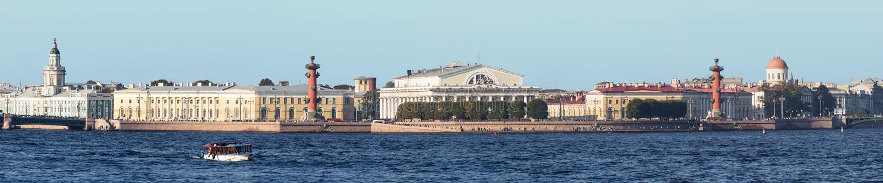 Cuspe de Vasilyevsky Island no verão, St Petersburg imagens de stock