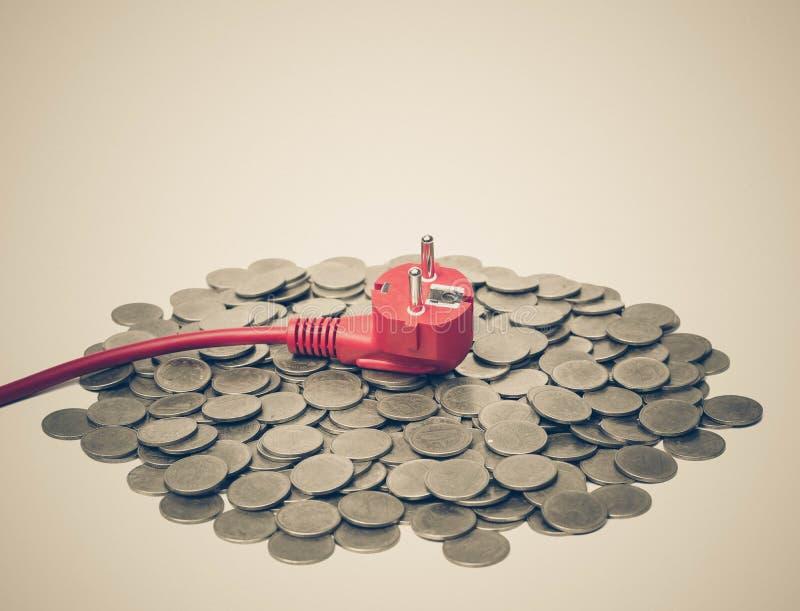 Download Custo de eletricidade caro imagem de stock. Imagem de moeda - 80101997