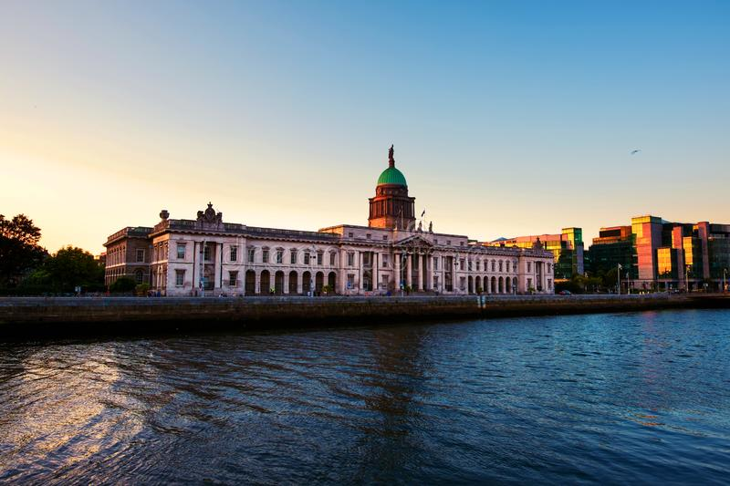 The Custom house in Dublin, Ireland in the evening at sunset royalty free stock photos