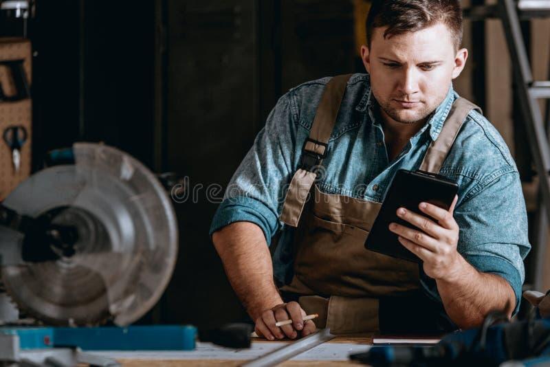 Custos calculadores do construtor independente da máquina fotos de stock royalty free