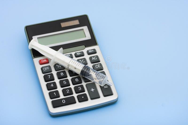 Custos calculadores dos cuidados médicos fotos de stock