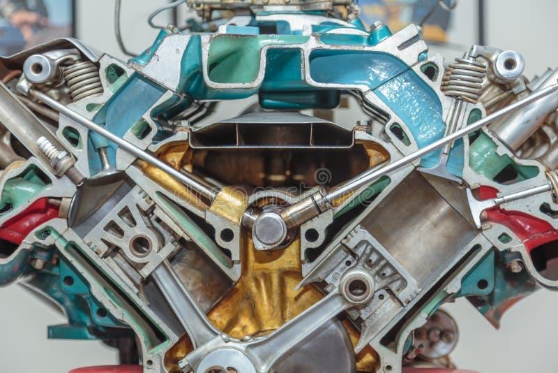 Cutaway двигателя V-8 стоковые изображения