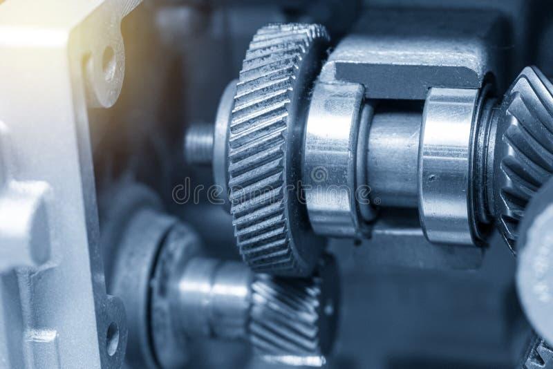 Cutaway gearbox w bławej scenie z oświetleniowym skutkiem obraz royalty free