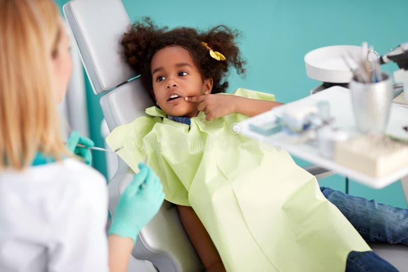 Menina no dentista - Amil Dental, Mordida cruzada
