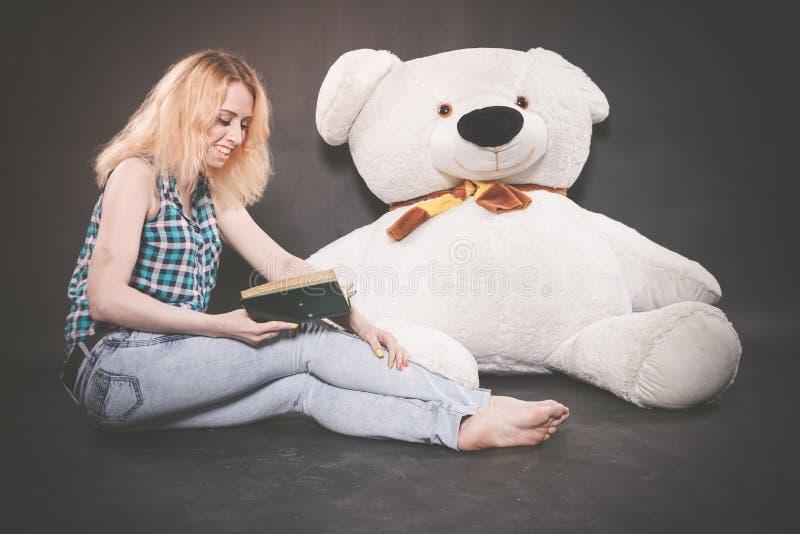 sexy skinny blonde lesbians