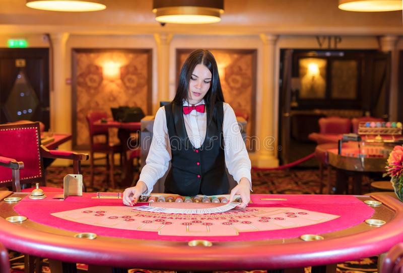 https://thumbs.dreamstime.com/b/cute-lady-casino-dealer-poker-table-100810812.jpg