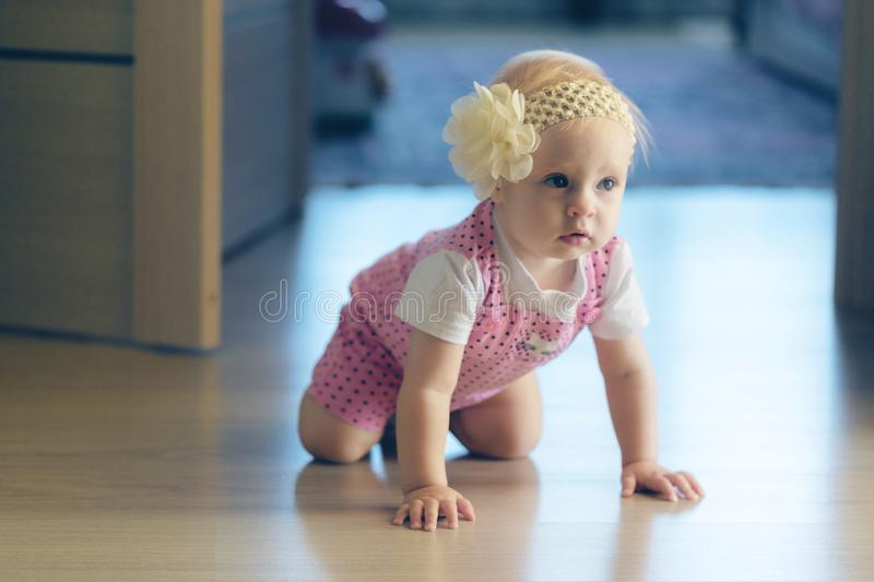 BABY CRAWLING AROUND THE HOUSE royalty free stock photos