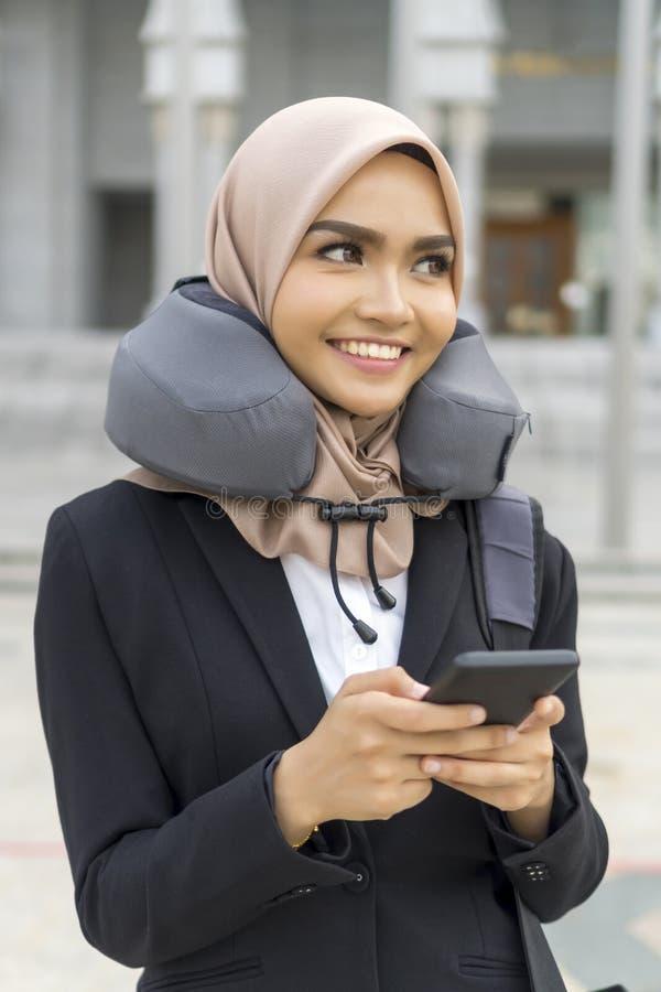 Cute Malay Kobieta w hidżabie na zewnątrz obrazy stock