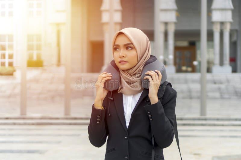 Cute Malay Kobieta w hidżabie na zewnątrz obrazy royalty free