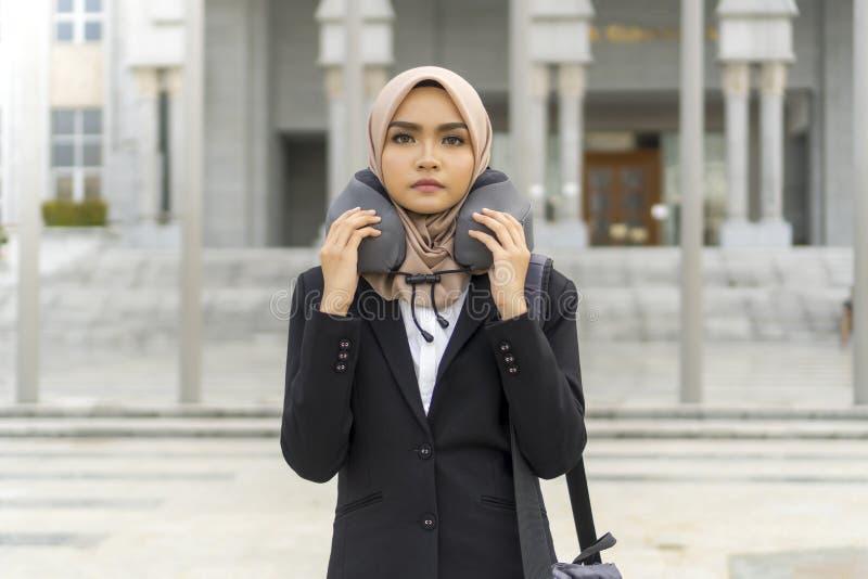 Cute Malay Kobieta w hidżabie na zewnątrz zdjęcie royalty free