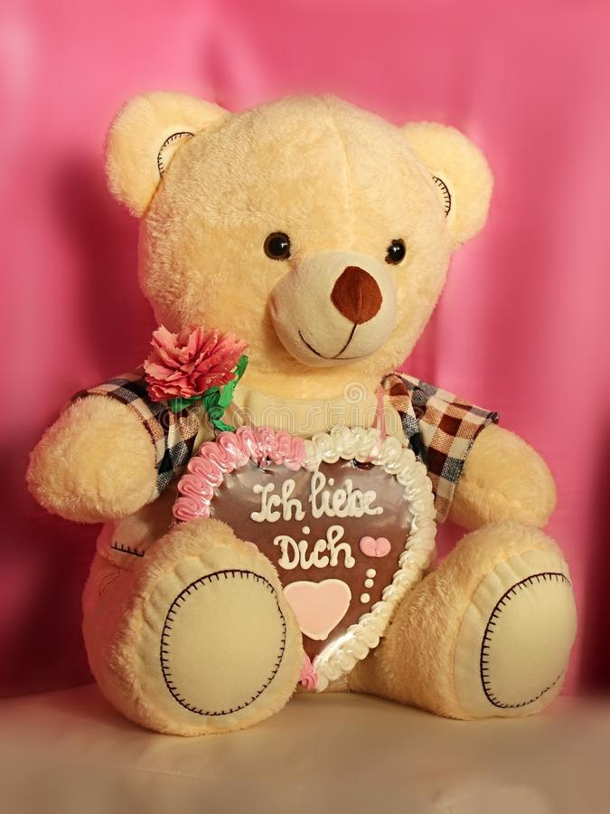 Free Cute Soft Teddy Bear With Gingerbread Heart Royalty Free Stock Images - 164126279