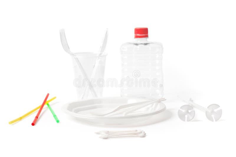 Cutelaria e peças plásticas descartáveis para o único uso no branco fotos de stock