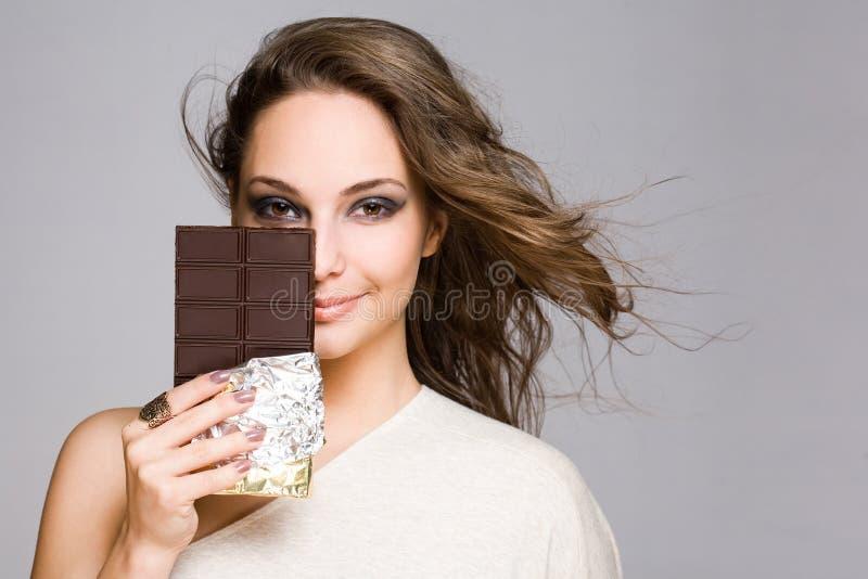 Cutie amoroso del brunette del cioccolato. fotografie stock