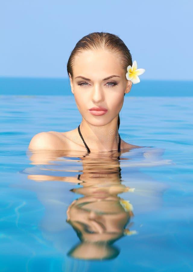 Cutie in het zwembad royalty-vrije stock foto's