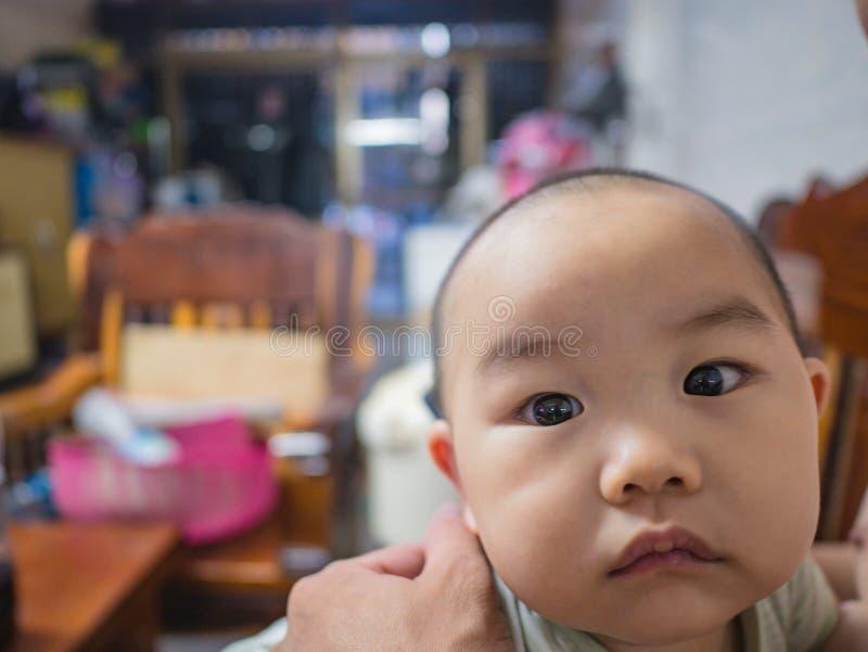 Cutie och fett asiatiskt pojkespädbarn arkivbilder