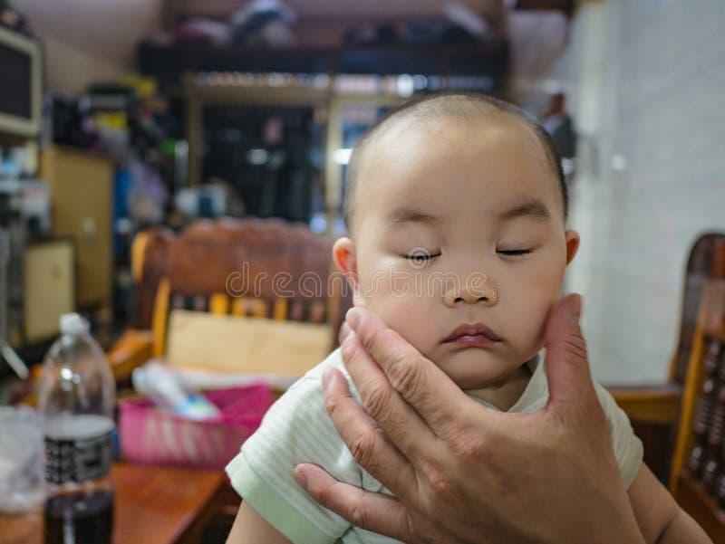 Cutie och fett asiatiskt pojkespädbarn royaltyfri fotografi