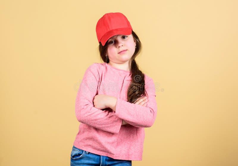 Cutie w nakr?tce moda nowo?ytna Elegancki akcesorium moda dzieci Czuciowy ufny z ten nakr?tk? Dziewczyny dziecka odzie?y ?liczna  obrazy royalty free