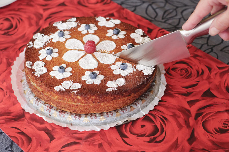How To Decorate Cake Cutting Knife