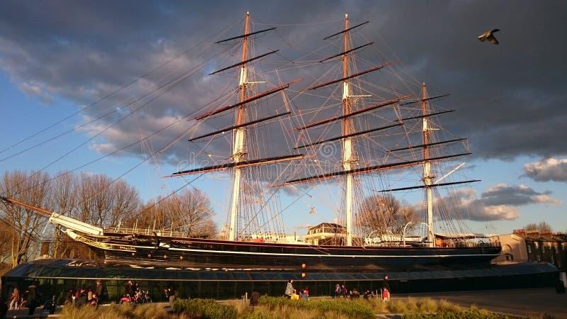 Cutty Sark-Schiff während des Sonnenuntergangs stockbild