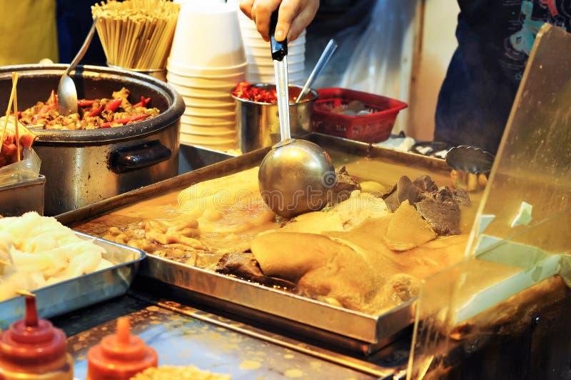 Cuve d'abats à une stalle de nourriture de rue de Hong Kong photo stock