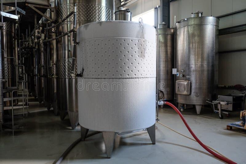 Cuve de fermentation de vin refroidie photo libre de droits