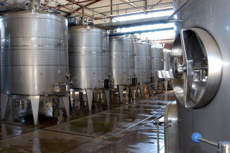 Cuves de fermentation de vin image stock
