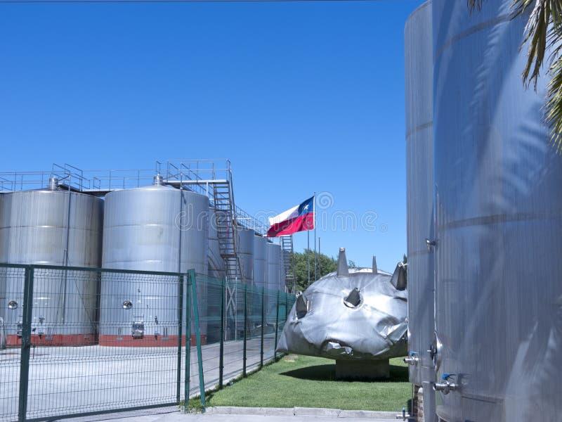 Cuves de fermentation métalliques de vin chile image libre de droits