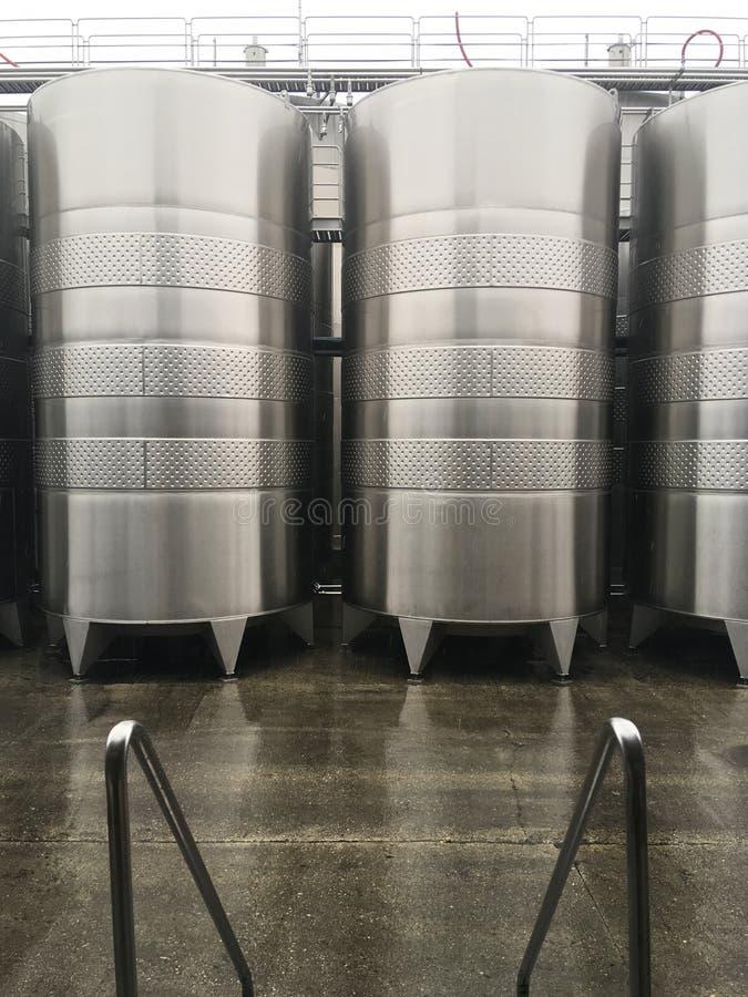 Cuves de fermentation de vin image libre de droits