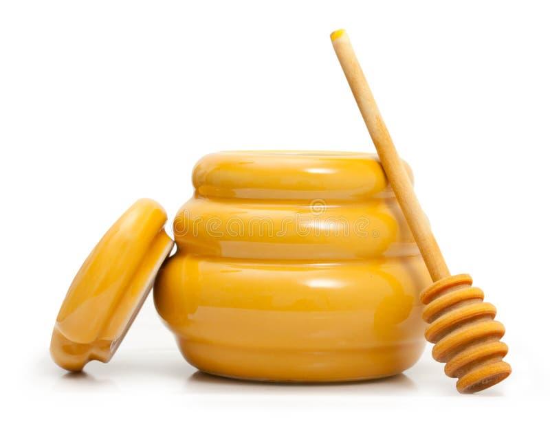 Cuvette avec du miel et le plongeur en bois photo libre de droits