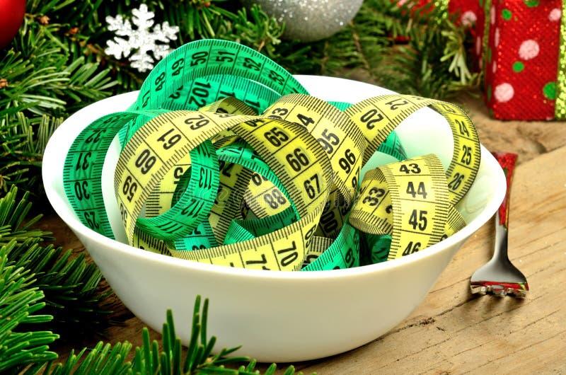 Cuvette avec la décoration de centimètre et de Noël photos stock
