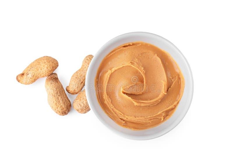 Cuvette avec le beurre d'arachide crémeux image libre de droits