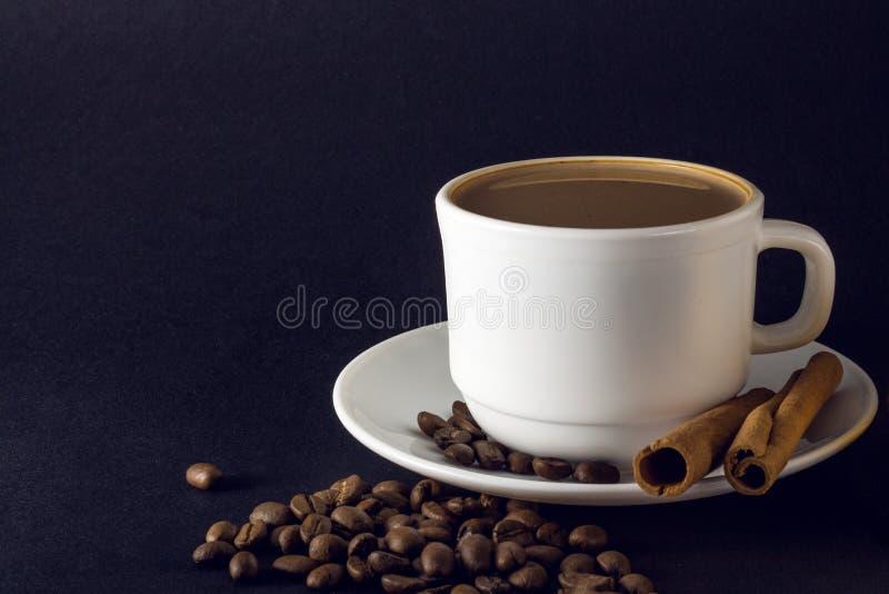 Cuvette blanche de caf? chaud images libres de droits
