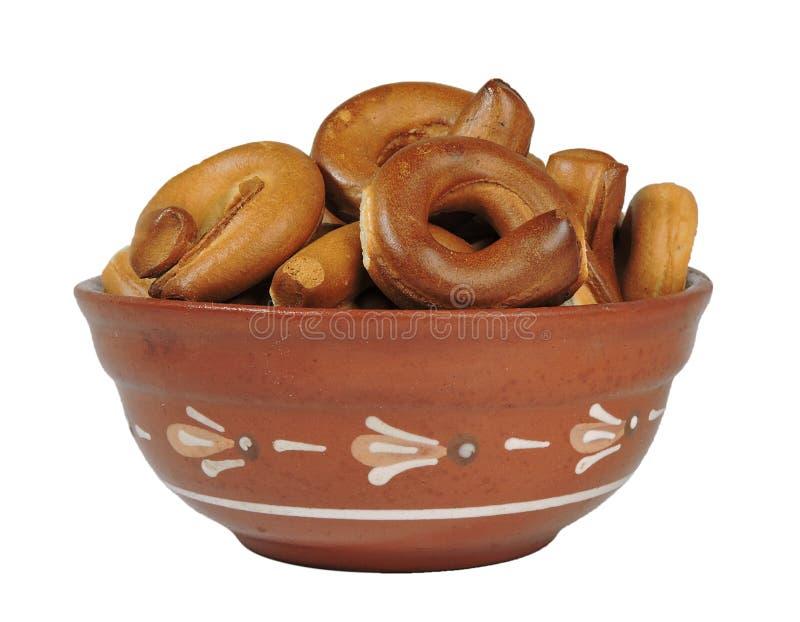 Cuvette d'argile, un plat, une cuvette, bagels, bretzels, isolat, fond blanc photographie stock